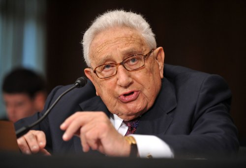 Kissinger: Cooperation of factions necessary to resolve Ukraine crisis