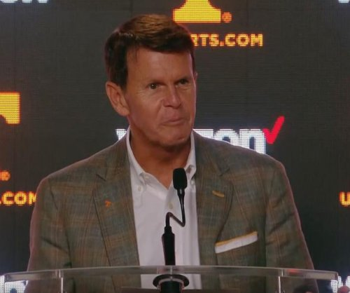 Tennessee AD Dave Hart retiring next year