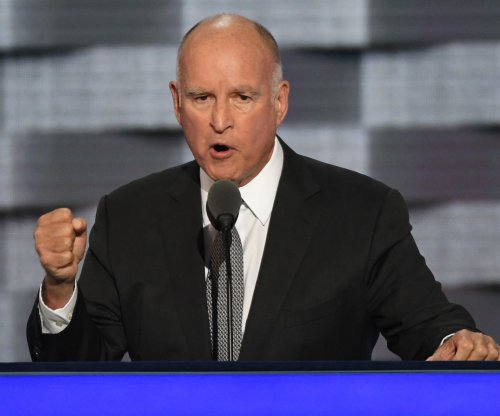 Gov. Brown signs law making California a sanctuary state