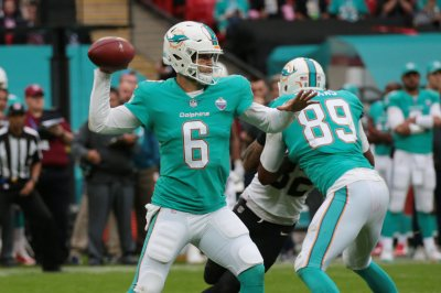 Miami Dolphins' defense sends Denver Broncos to eighth straight loss