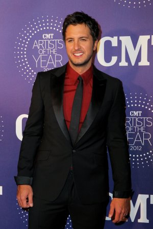 Chiklis, Crow to be presenters at the ACM Awards in Las Vegas