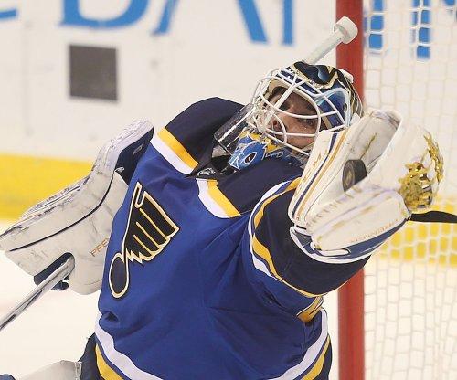 Carter Hutton, St. Louis Blues blank Philadelphia Flyers