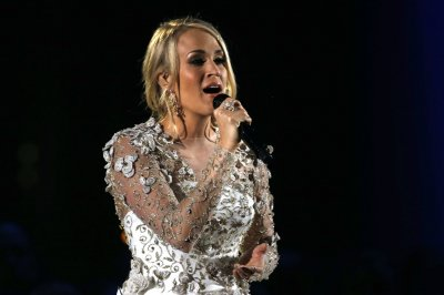Carrie Underwood works out with son amid recovery from fall