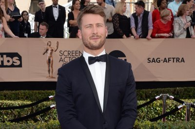 Glen Powell confirms 'Top Gun 2' casting in photo next to jet