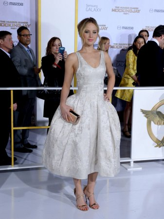 Jennifer Lawrence attends 'Mockingjay' premiere in Los Angeles [PHOTOS]