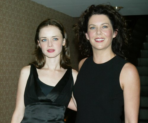 Alexis Bledel and Lauren Graham enjoy 'Gilmore Girls' reunion
