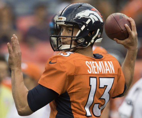 Trevor Siemian bested by quarterbacks, Ezekiel Elliott in OL Christmas gift challenge