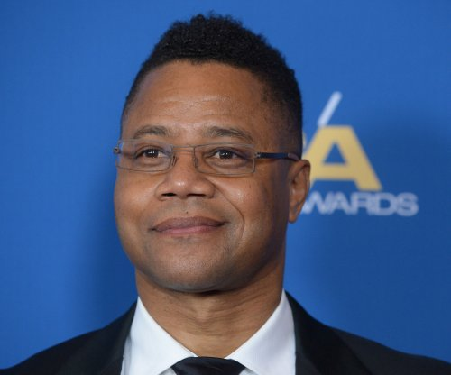 Cuba Gooding Jr. sparks outrage by lifting Sarah Paulson's skirt