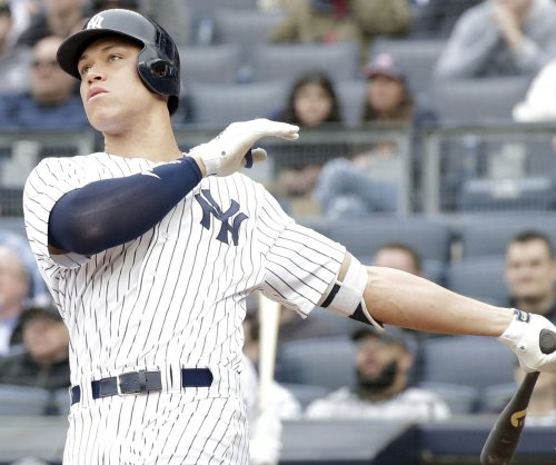 Aaron Judge clears Yankees bullpen with 422-foot bomb