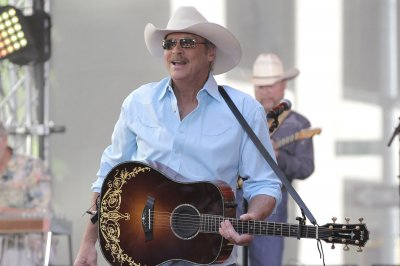 Alan Jackson to perform drive-in concerts in June