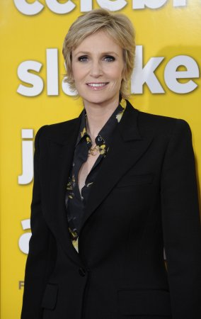 'Glee' star Jane Lynch to host Emmys show