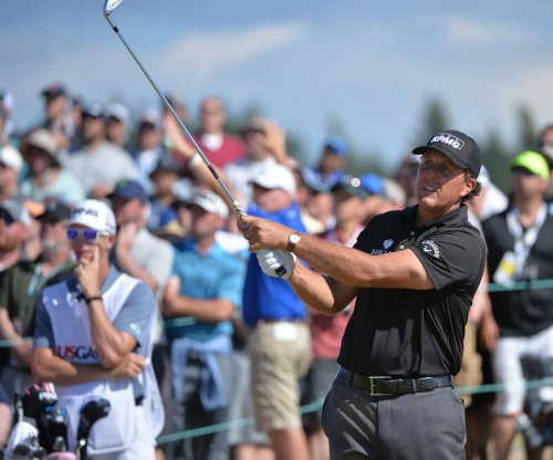 Mickelson responds to money-laundering report