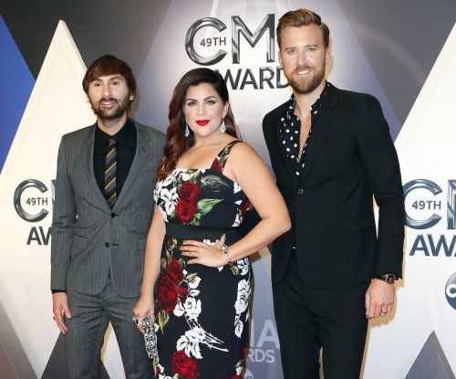 Entertainment news celebrity news celebrity pics for Lady antebellum miscarriage how far along