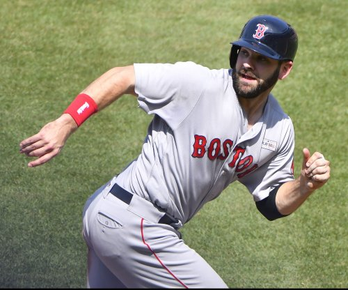 Boston Red Sox: Mitch Moreland's walk-off homer in 11th downs Chicago White Sox