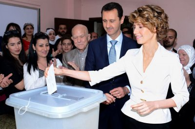 Amidst criticism of Syria's 'sham' presidential election, first lady Asma al-Assad stands by her man [PHOTOS]