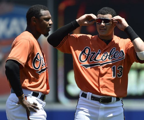 Baltimore Orioles' Adam Jones leaves game with hamstring injury