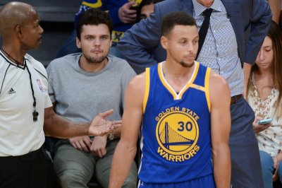 Steph Curry, Golden State Warriors rally past Philadelphia 76ers