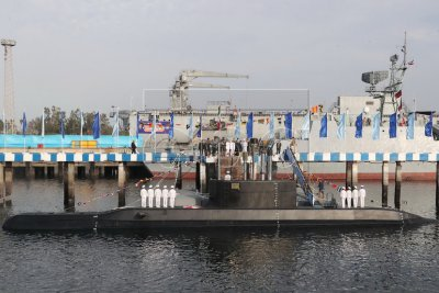 Iran unveils submarine that can launch cruise missiles