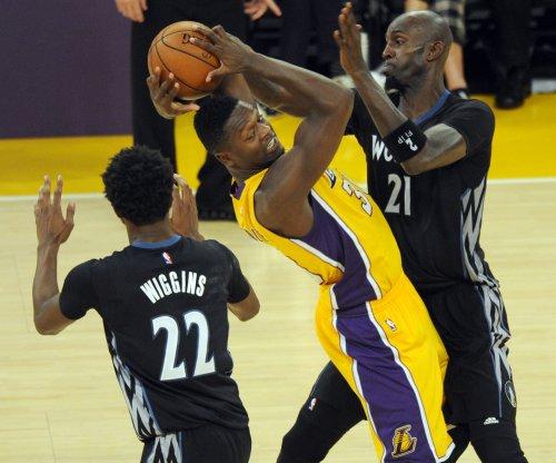 Lakers' Julius Randle returns from eye injury