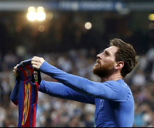 Bloodied Lionel Messi scores 500th goal, wins El Clásico