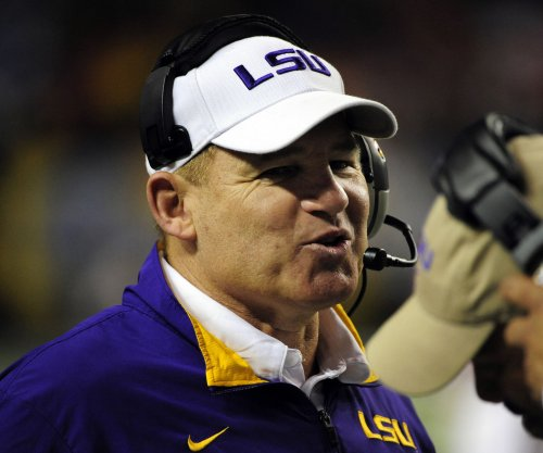Tennessee Vols contact former LSU Tigers coach Les Miles about head coaching job