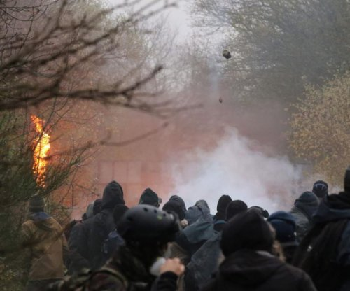 French police remove eco-demonstrators from planned airport site