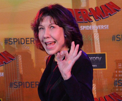 Lily Tomlin recalls going to a 'porno movie' with Richard Pryor