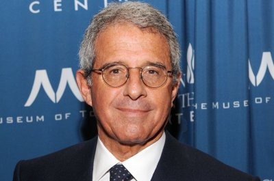 Ron Meyer leaves NBCUniversal citing extortion attempt related to affair