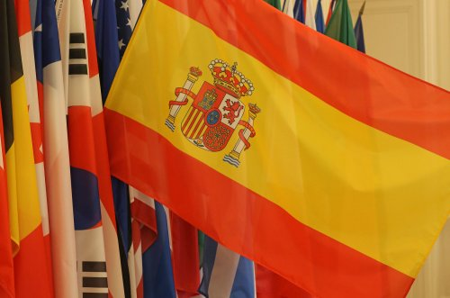 Spanish bonds lose ground Monday