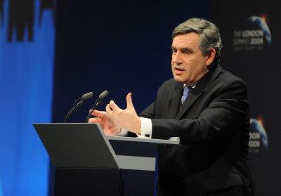 British speaker apologizes, won't resign