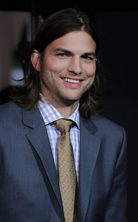 Ashton Kutcher to play Steve Jobs in film