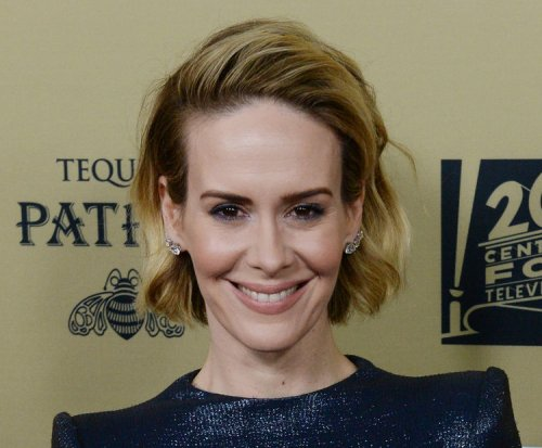 Sarah Paulson 'absolutely' in love with girlfriend Holland Taylor