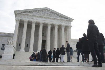 Supreme Court gives federal workers more time to file job bias claims