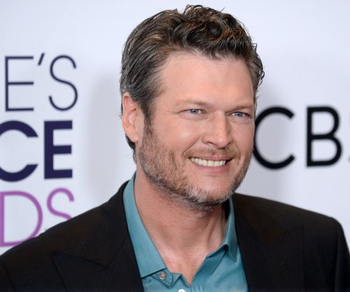 Blake Shelton named People magazine's Sexiest Man Alive for 2017