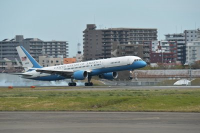 Boeing receives contract for C-32A refurbishment