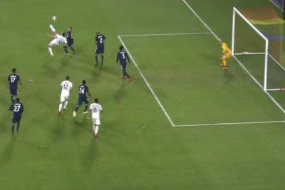Galaxy's Zlatan Ibrahimovic passes to himself for bicycle kick goal