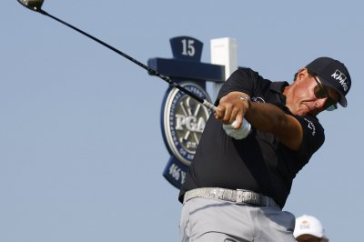 Phil Mickelson, Louis Oosthuizen tied for Round 2 lead at PGA Championship
