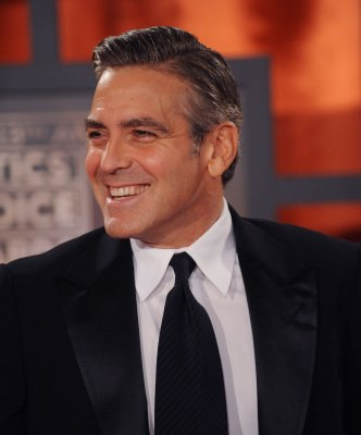 Clooney addresses WGA strike at prize gala