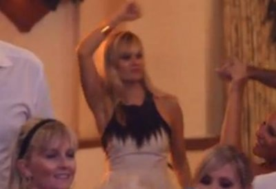 Reese Witherspoon dances it up at Italian wedding in viral clip