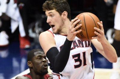 Atlanta Hawks top Miami Heat, clinch East's No. 1 seed