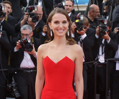 Natalie Portman signs on for leading role in 'Jackie'
