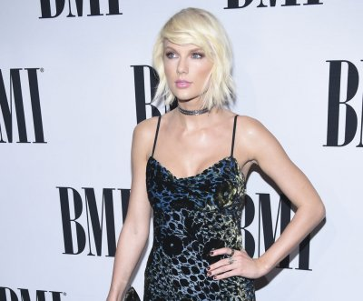 Taylor Swift sings Calvin Harris' song 'This is What You Came For' at her only 2016 concert