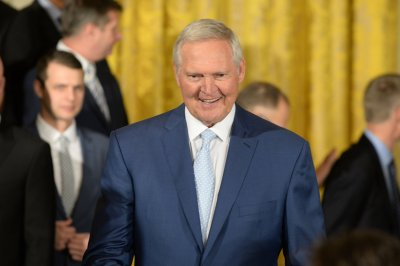 Jerry West leaving Golden State Warriors, hired as Los Angeles Clippers consultant