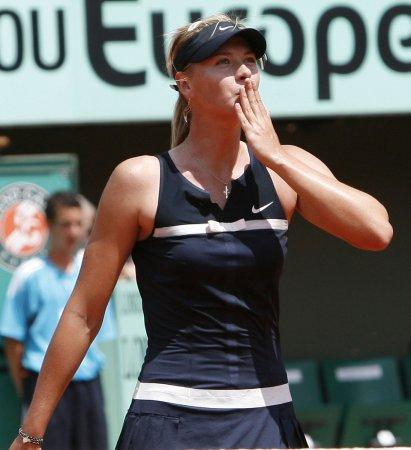 Sharapova wins in Warsaw second round