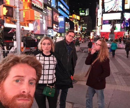 Macaulay Culkin, Bob Saget, Seth Green pose for selfie