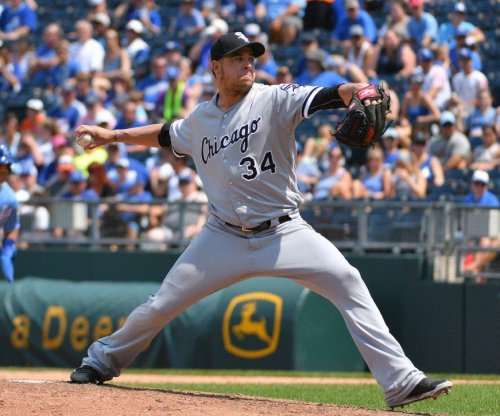 Milwaukee Brewers acquire pitcher Anthony Swarzak from Chicago White Sox