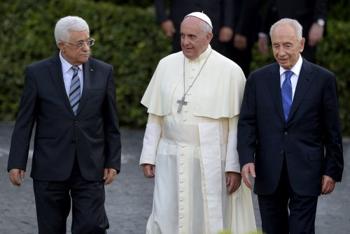 Abbas, Peres pray with Pope