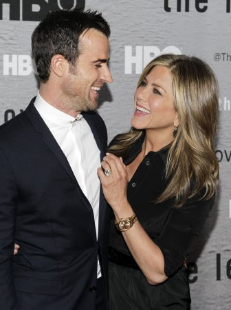 Justin Theroux says he and Jennifer Aniston have 'hot feet' about their wedding