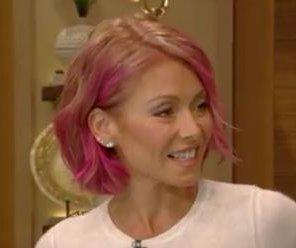 Kelly Ripa debuts pink hair