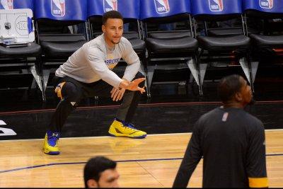Golden State Warriors defeat New York Knicks with teamwork
